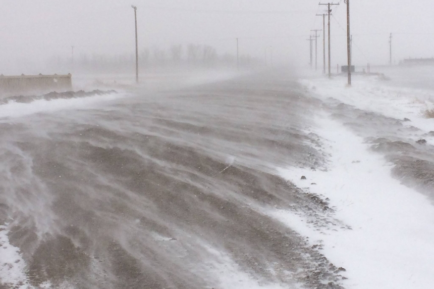 Drifting, swirling snow on Sask. highways