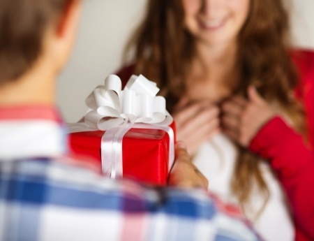 How Long Should You Date Someone Before Giving Them a Gift?