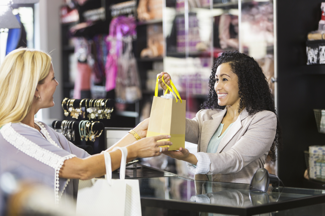 """Quebec Gov Doesn't Want Shop Employees to Say """"Hi"""" Anymore"""