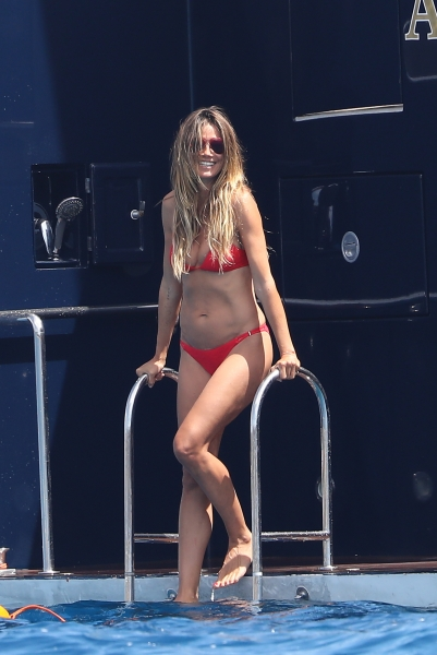 Heidi Klum Shows off Her Ageless Bikini Body in Racktastic New Snaps