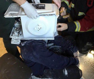 Firefighters Rescue Man with Head Cemented in a Microwave
