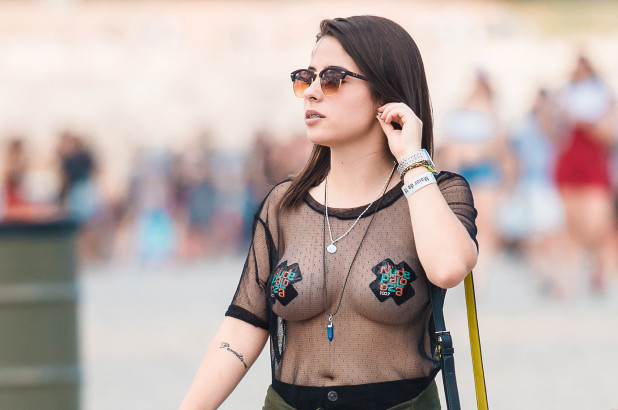 'Nipple Stickers' Are the Bra-Free Boob Trend You Need to See to Believe [SFW PIC]