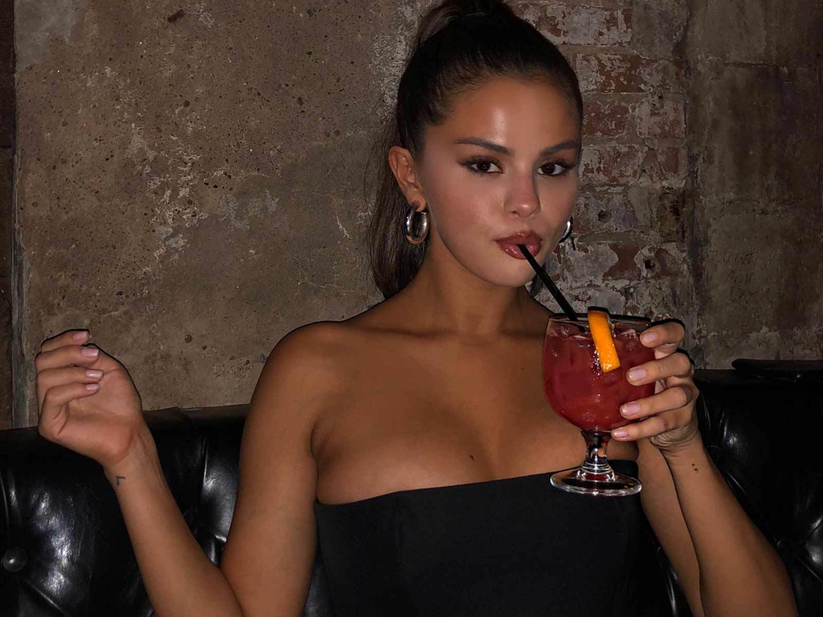 Selena Gomez Unleashes a Cavalcade of Cleavage on Instagram [PIC]