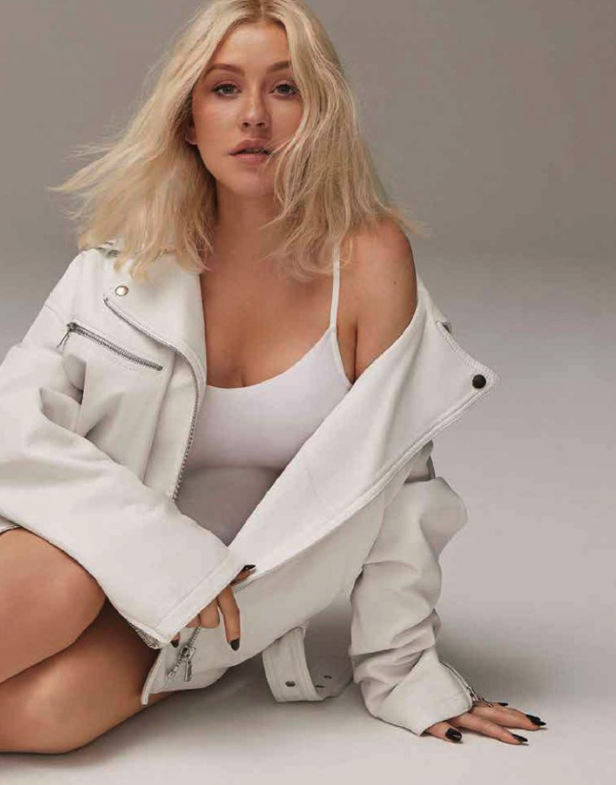 Christina Aguilera Flaunts Some Leg and Cleavage for Cosmo Mexico [SFW PICS]