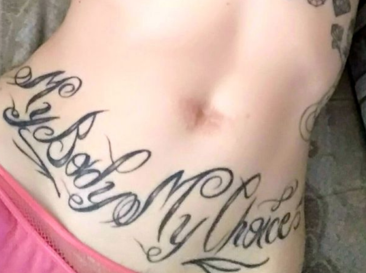 Woman Removes Her Belly Button and Gives It to Boyfriend as Present, Later Regrets It