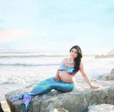 Mermaid Maternity Photos Are A Thing Now