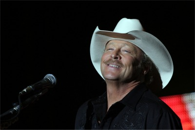 Alan Jackson Dodges A Flying Beer