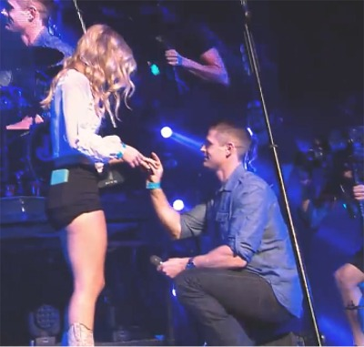 Dustin Lynch Helps With A Proposal