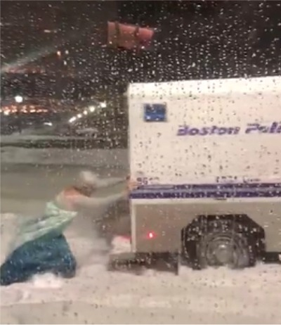 """Elsa From """"Frozen"""" Helps Police In Boston"""