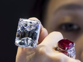 "Costco Selling $400,000 Diamond Ring and Think Twice Before Flushing Those ""Flushable"" Wipes"
