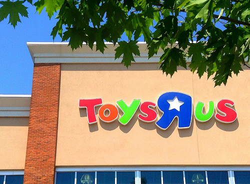 """Toys """"R"""" Us Already Has Its 2017 Holiday Hot Toy List!"""