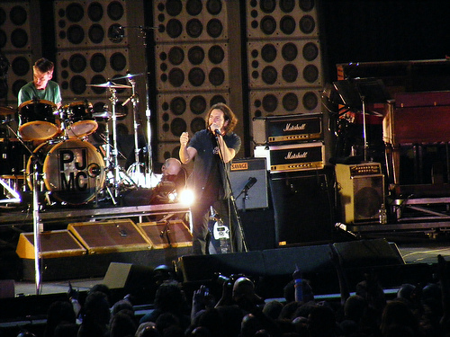 Pearl Jam Raising Money to End Homelessness