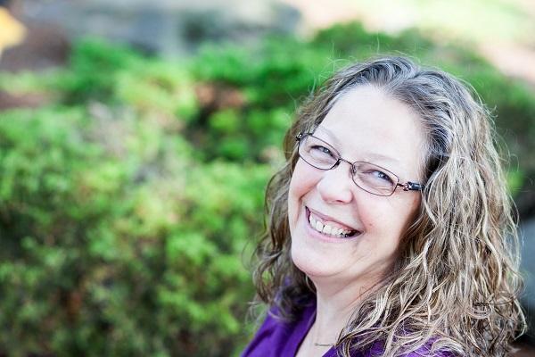 Meet The Moms: Shari Lynne