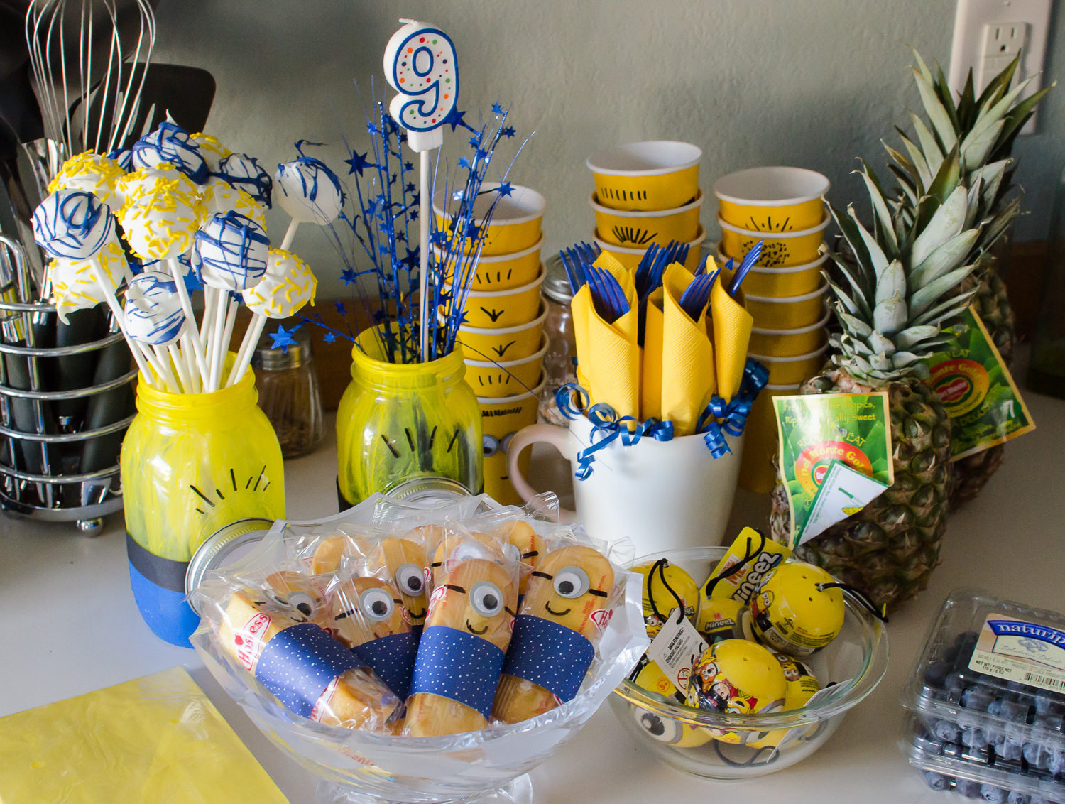 minions birthday party ideas allmomdoes. Black Bedroom Furniture Sets. Home Design Ideas