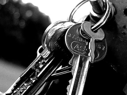 Lost: a set of house keys with a Nissan car key