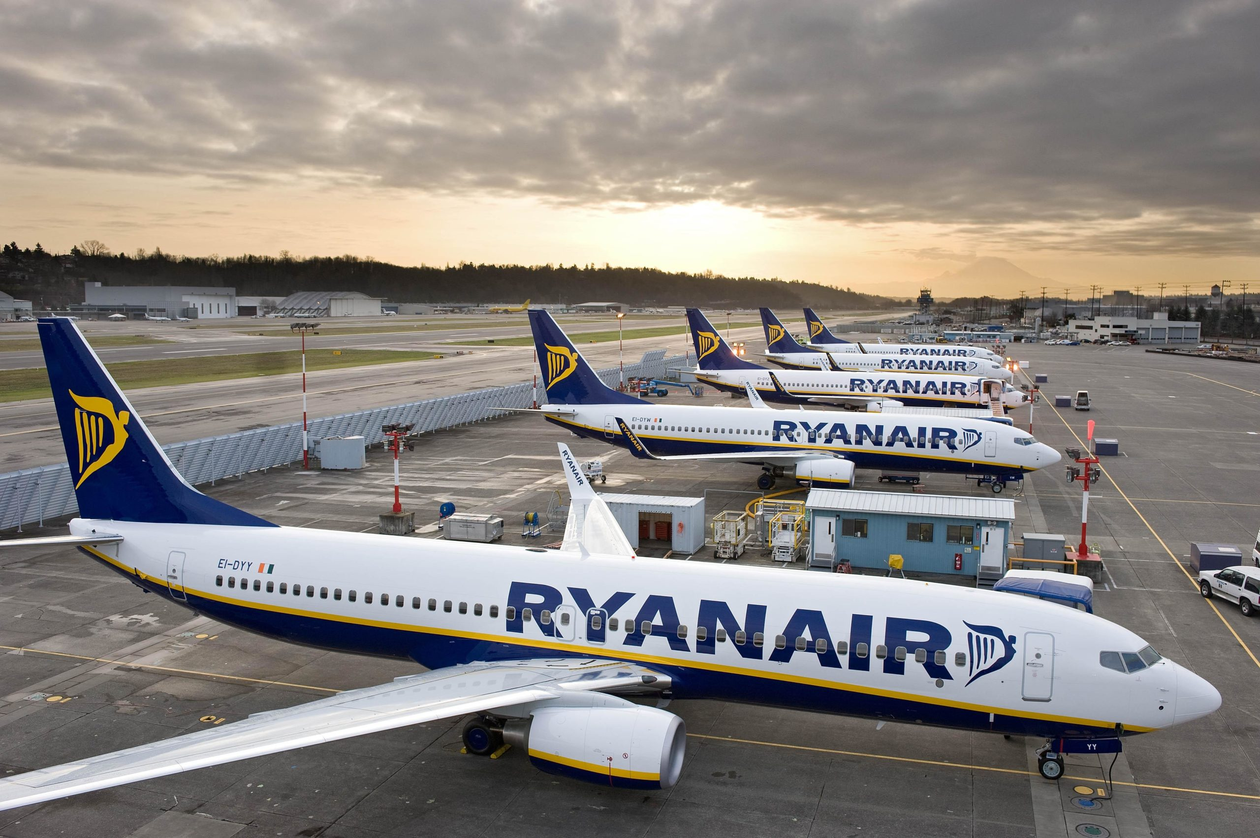 Ryanair to continue cancelling flights until March 2018, affecting up to 400,000 passengers