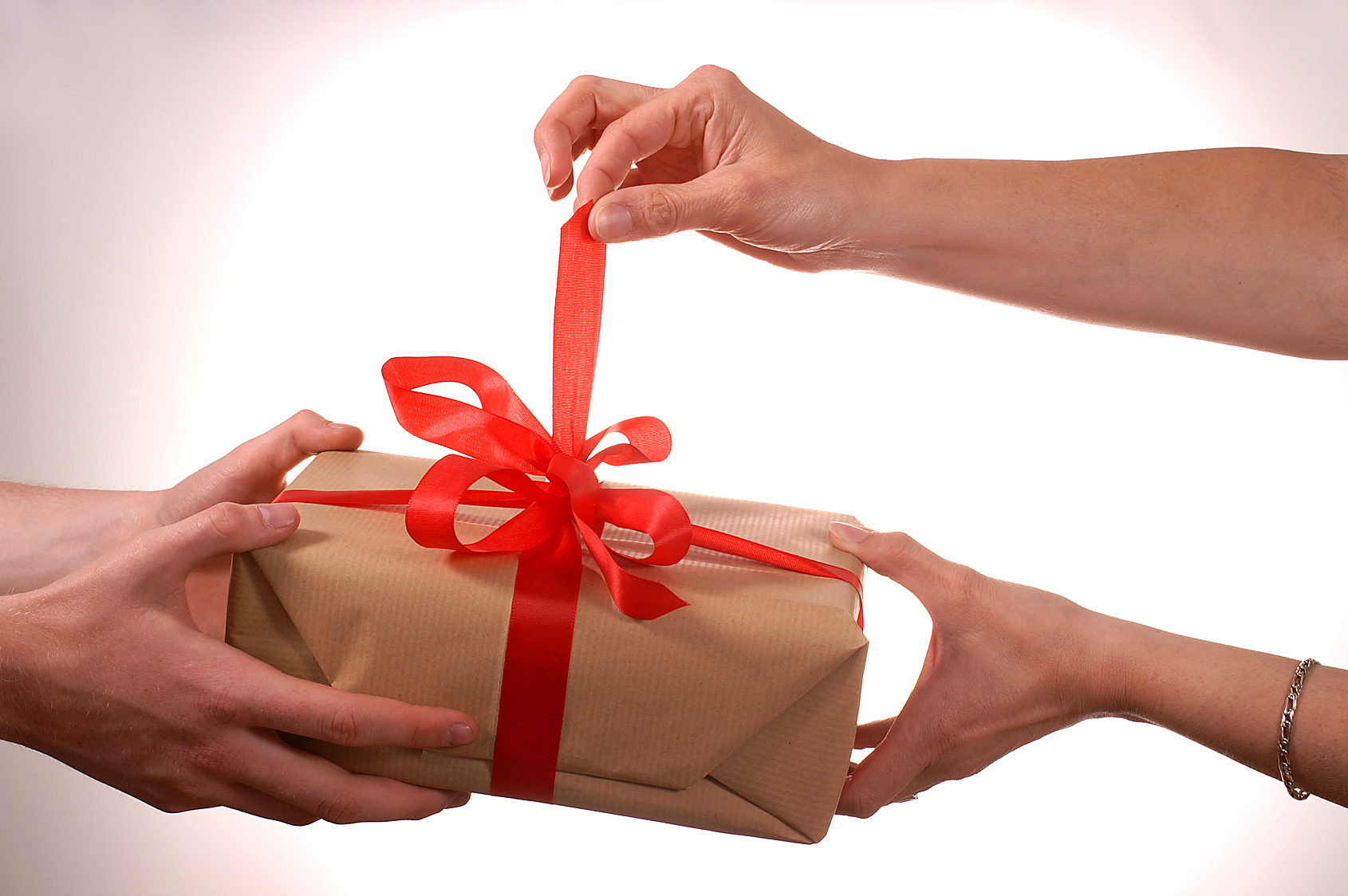 Listen: Is it acceptable to re-gift a present or it a complete no? Rachael found out