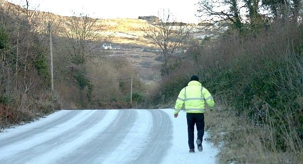 AA urges drivers to adapt to snow and ice and allow for extra journey time
