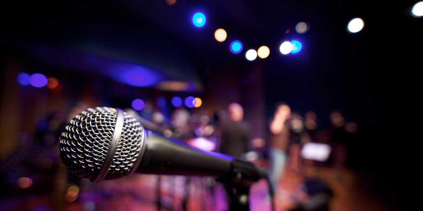 Live Music at The Uluru Bar and Restaurant