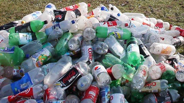 Councillor calls for tax on plastic bottles