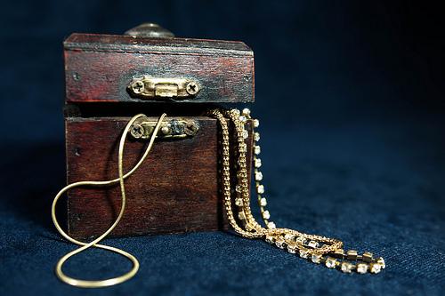 Lost: a gold bracelet