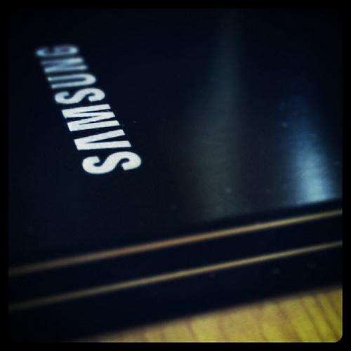 Lost : a black Samsung J3