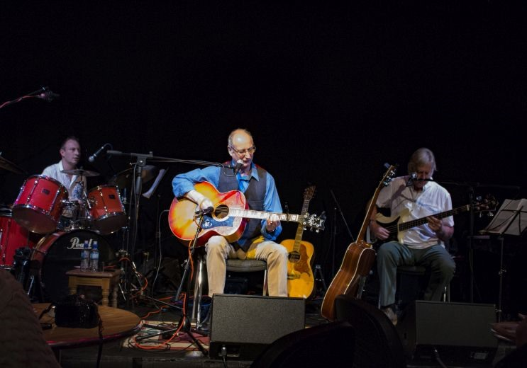 """Listen back: Billy Roche and his band bring the """"Red Guitar Tour"""" to Waterford this weekend"""