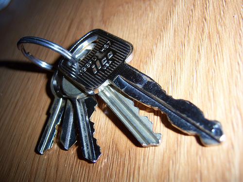 Found: a SEAT car key and house keys