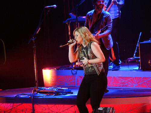What Did Kelly Clarkson Do To Lose That Weight!?