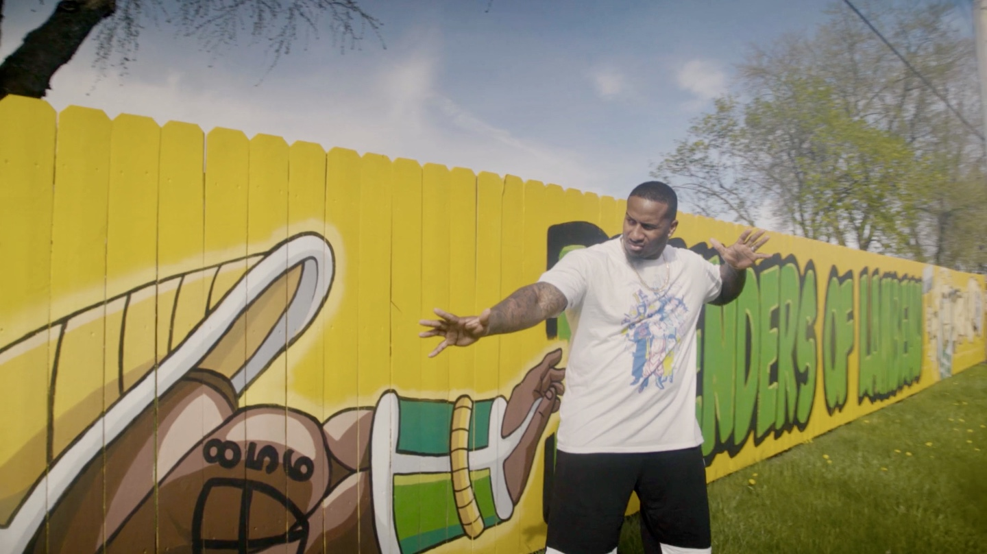 How Packer Mike Daniels Overcame Bullying with Anime (VIDEO)
