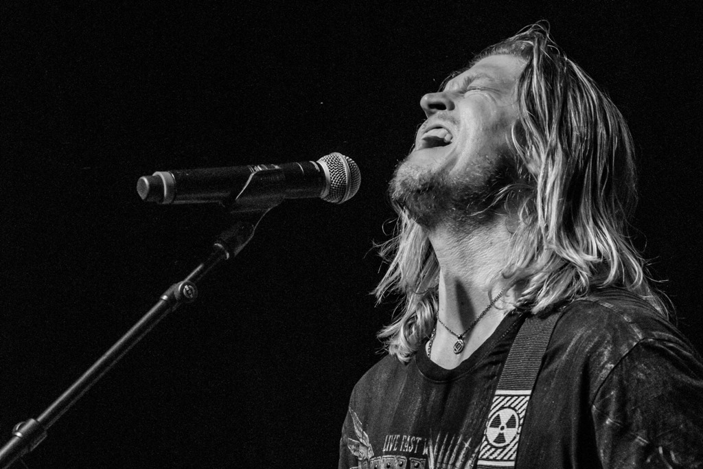 "Puddle of Mudd Release New Song ""Uh Oh"""