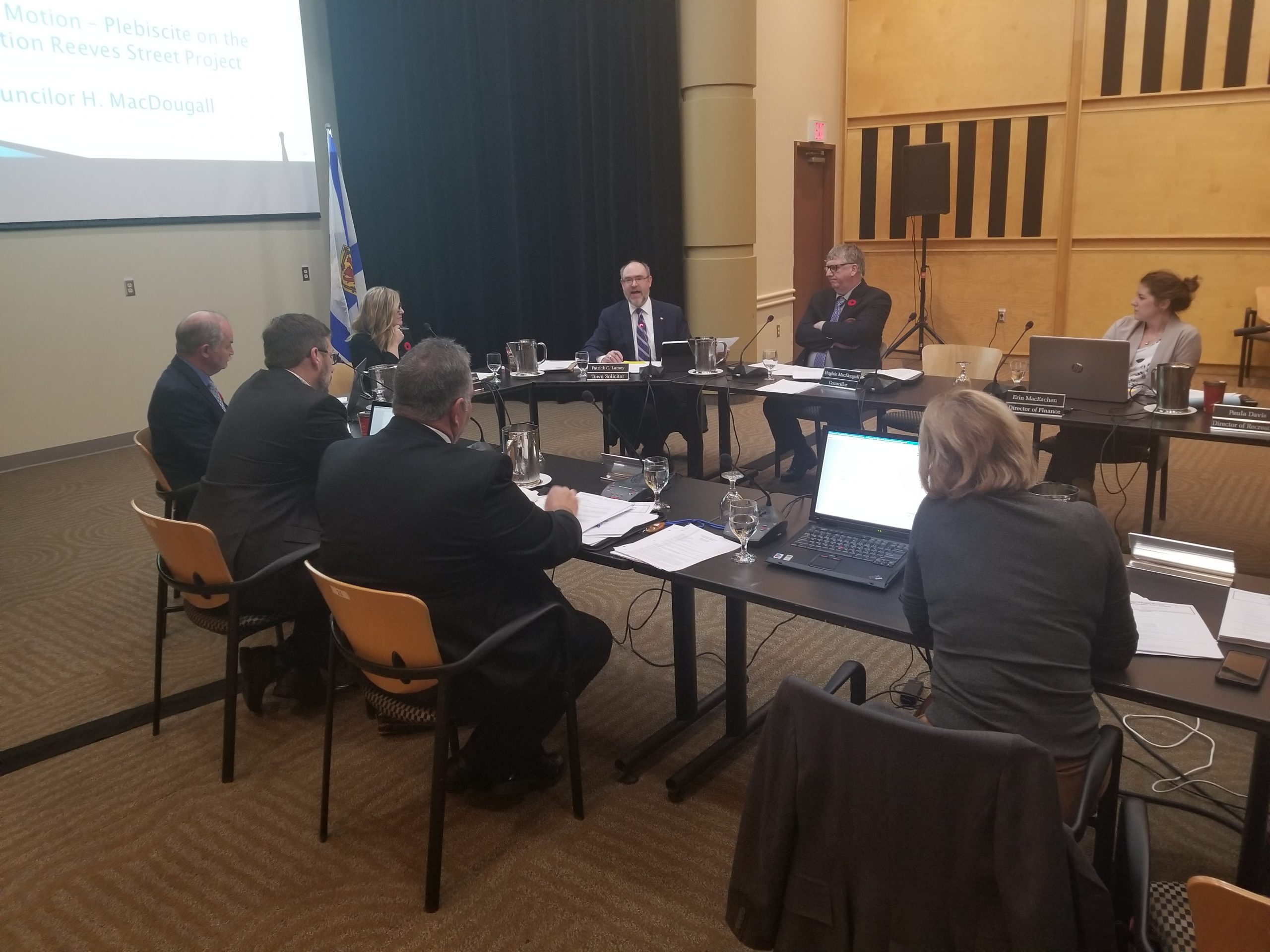 Councillors defeat motion to hold plebiscite on Reeves St. lane reduction