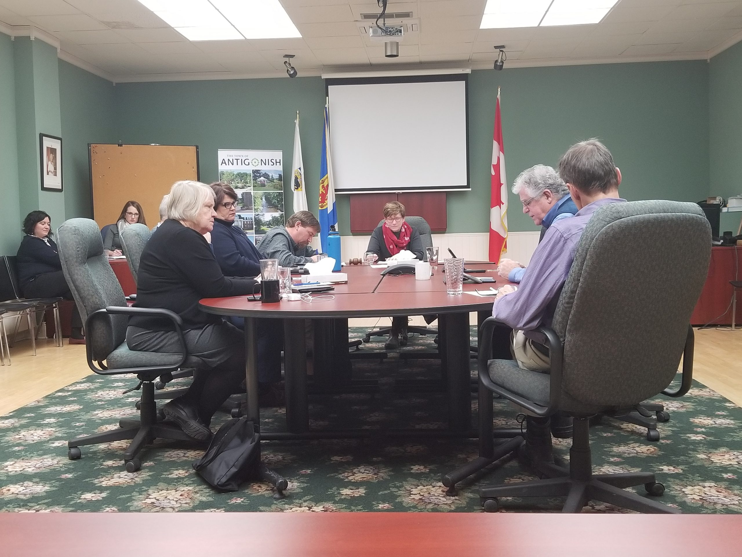 Councillors approve pay increase in response to federal changes