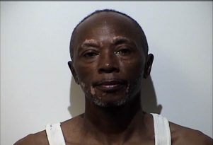 HPD: Man hit woman on head with wine bottle