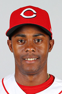 Reds sign closer Iglesias to a new contract