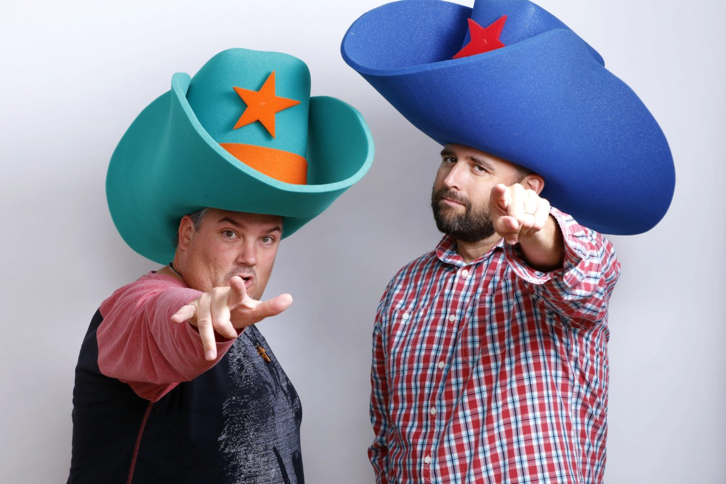 what has 2 giant foam cowboy hats and points at things   9c99c3f1178