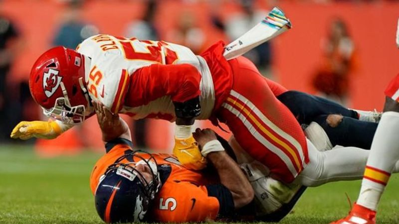 Patrick Mahomes Hurts Knee In Chiefs Win Over Broncos