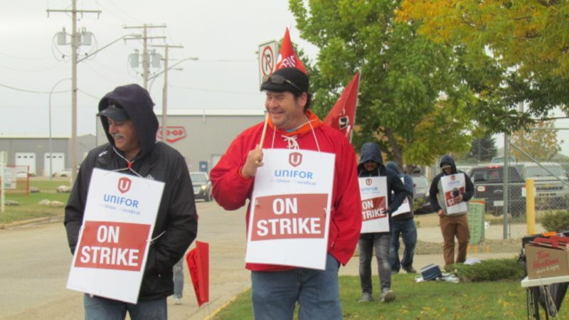 Unifor members hit picket line as contract talks breakdown