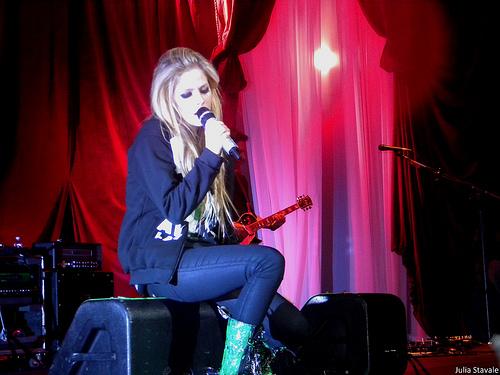 LISTEN: Avril Lavignemakes her return to music!