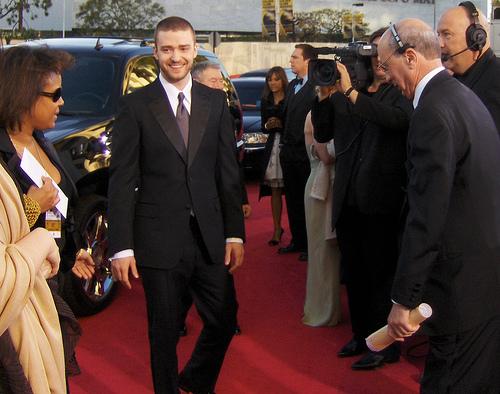 WATCH: Pregnant Justin Timberlake fan gets live gender reveal during concert
