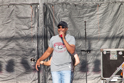 Hootie & The Blowfish back together, on tour & releasing a new album!