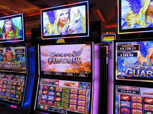 WATCH: Blake Shelton surprises gambler playing a Black ...