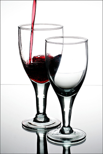 STUDY: DRINKING 2.5 GLASSES OF WINE PER DAY 'CLEANS' THE BRAIN!