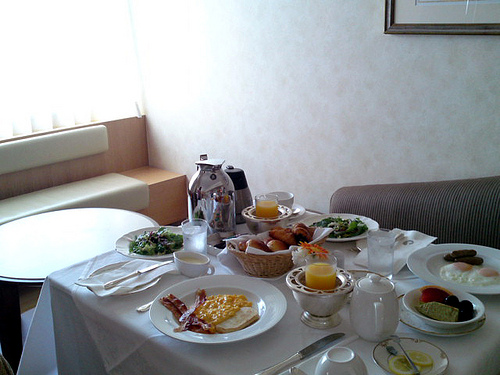 Four Things You Shouldn't Do When You Order Room Service