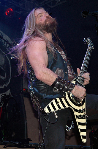 Zakk Wylde Performs Acoustically