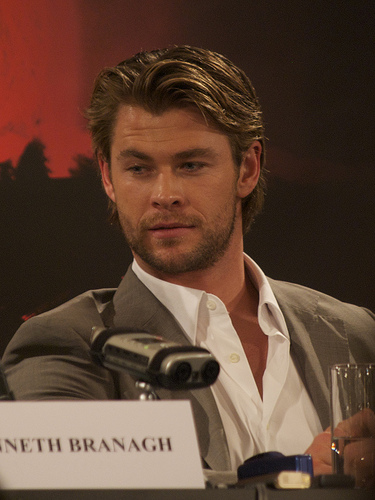 Chris Hemsworth Is a Sexy Secret Agent in Men in Black International Trailer.