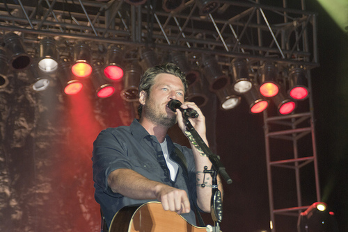 Blake Shelton Falls On Stage