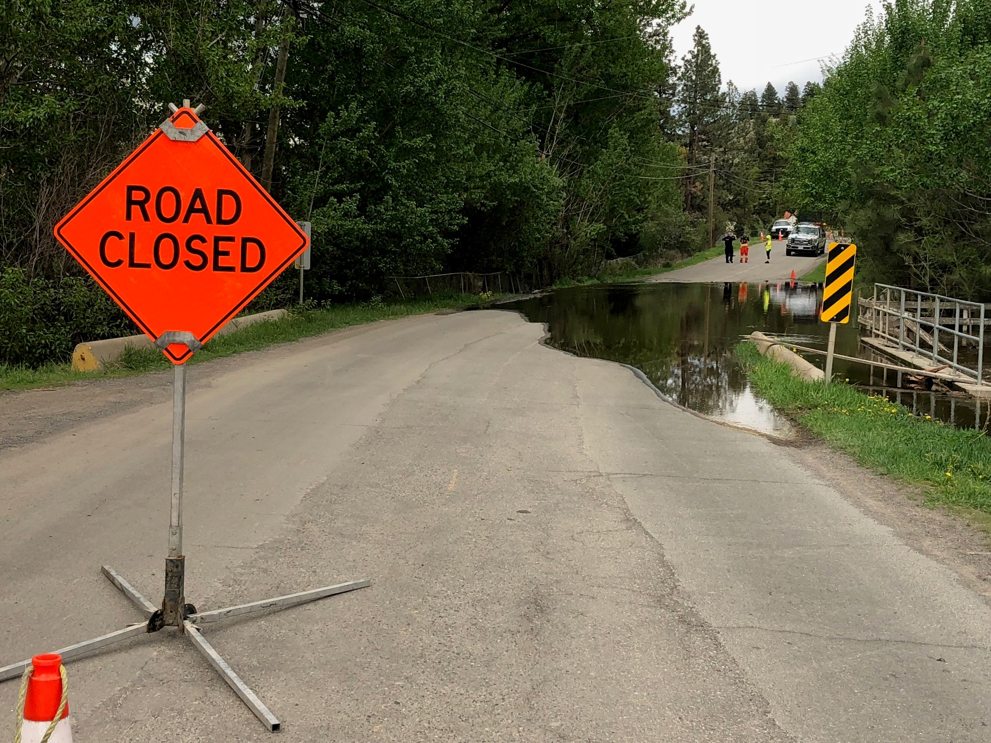 Barnhartvale Road to remain closed as City of Kamloops monitors area creeks around the clock