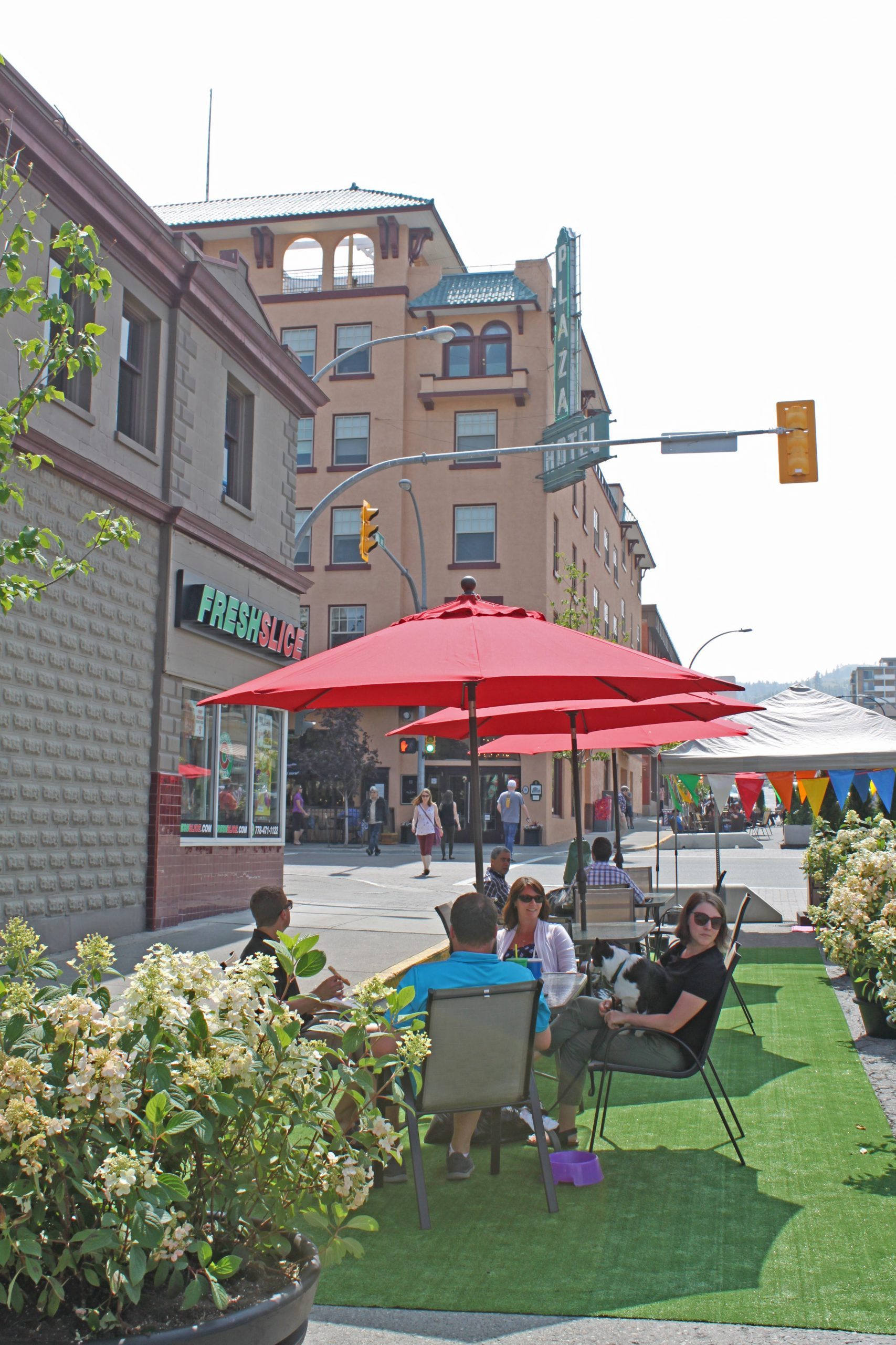 Positive response to 4th Avenue Pedestrian Plaza pilot project in Kamloops