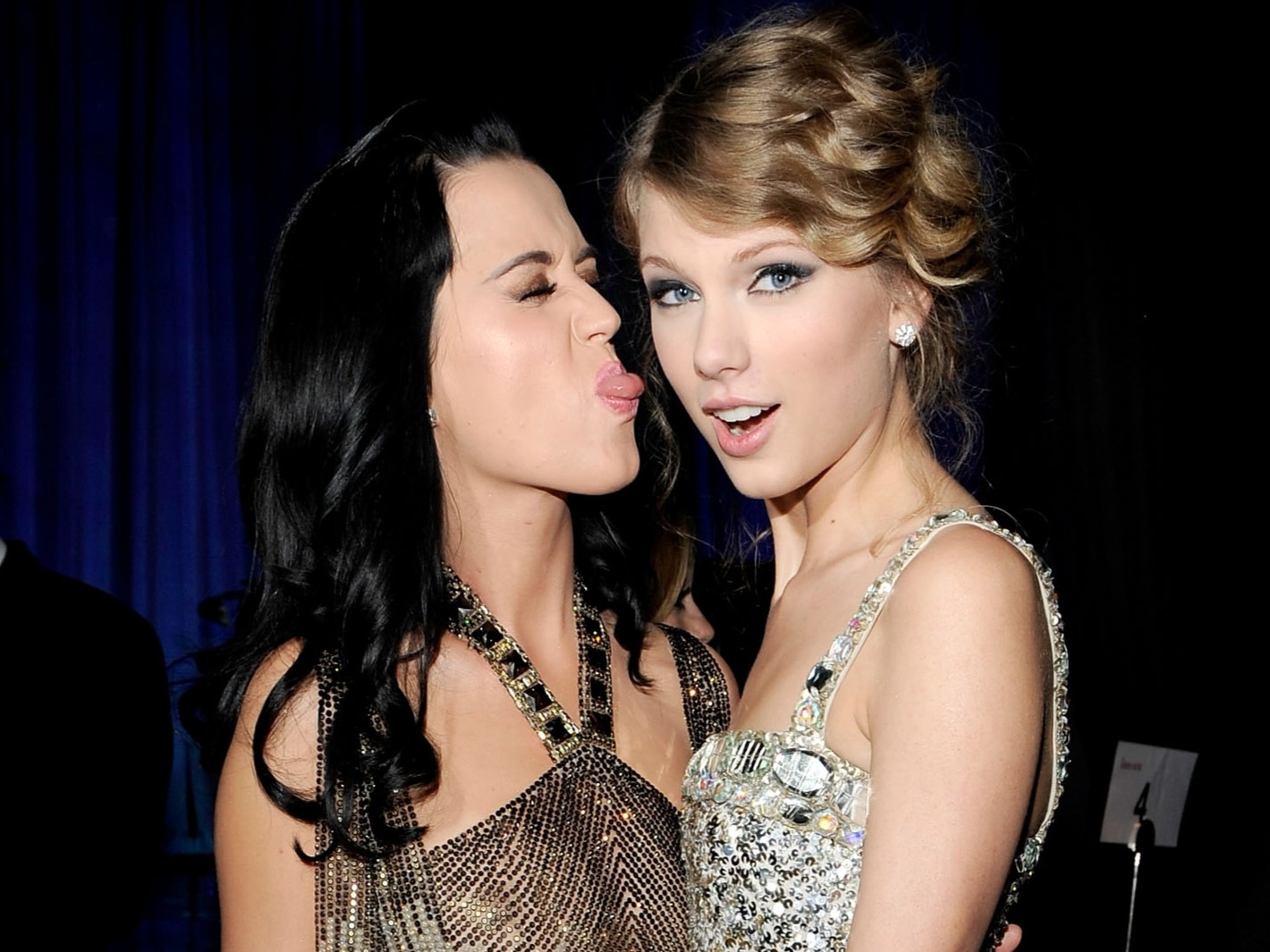 Katy, Gwen, Ariana #ShortBuzzz